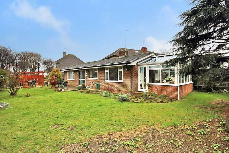 2 Bedrooms Detached Bungalow for sale in Monks Avenue, Lancing BN15 9DJ