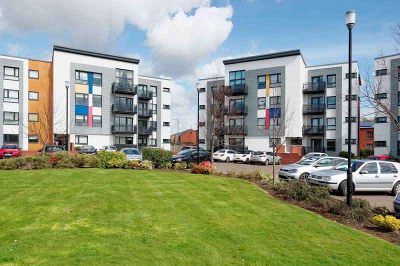 2 Bedrooms Flat for sale in 96 Shuna Crescent, Glasgow, G20 9QS