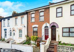 3 Bedrooms Terraced House for sale in Gordon Road, Rochester, Kent