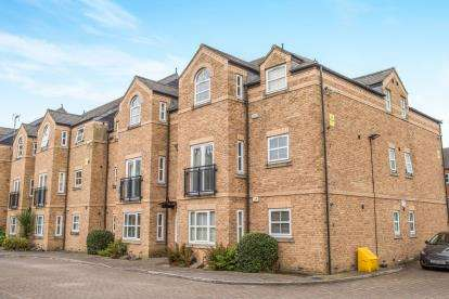 2 Bedrooms Flat for sale in Manor Court, Lawrence Street, York, North Yorkshire