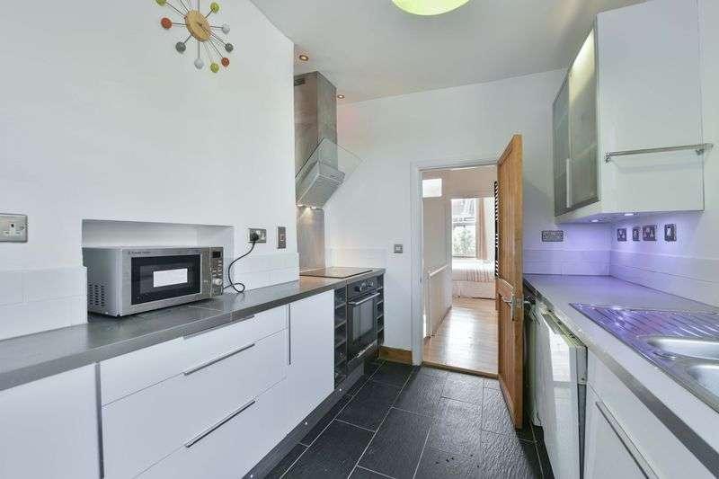 2 Bedrooms Maisonette Flat for sale in Danbrook Road, London