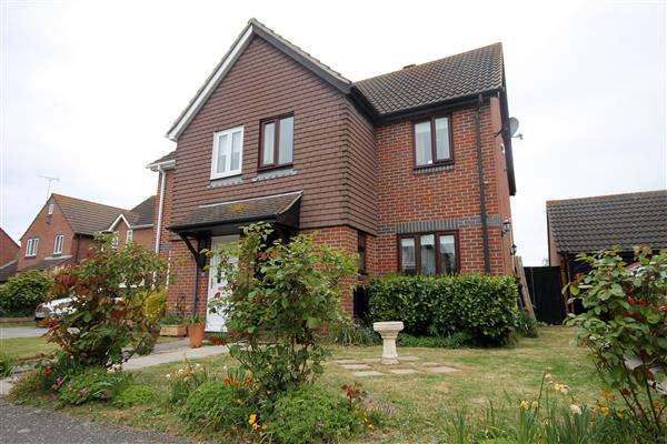 3 Bedrooms House for sale in Portsmouth Road, Clacton on Sea