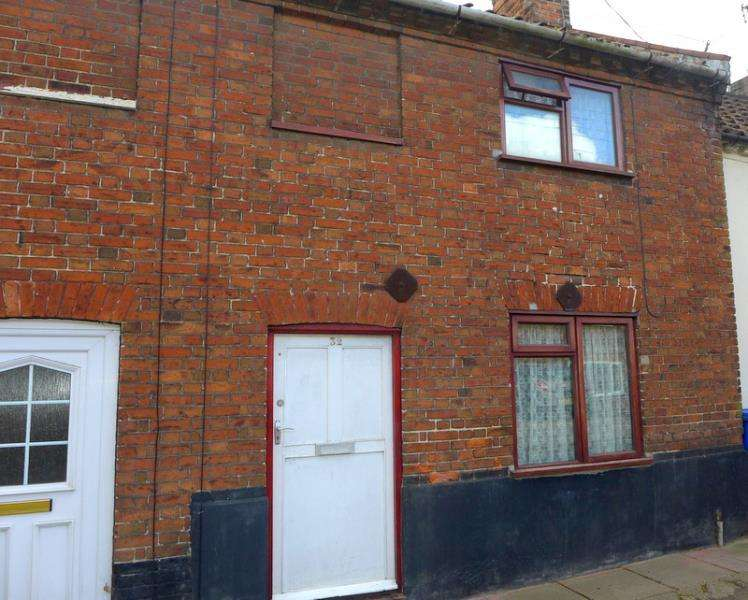 2 Bedrooms Terraced House for sale in Grove Road, Beccles, NR34