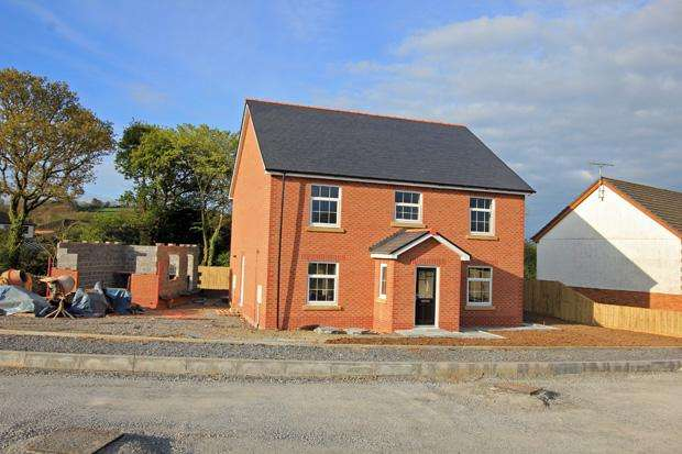 4 Bedrooms Detached House for sale in Maesglasnant, Cwmffrwd, Carmarthen, Carmarthenshire