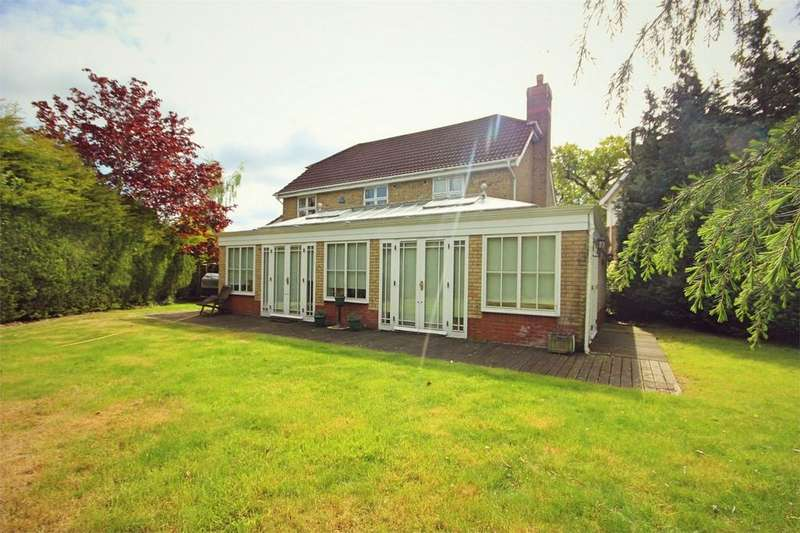 4 Bedrooms Detached House for sale in Apple Way, CHELMSFORD, Essex