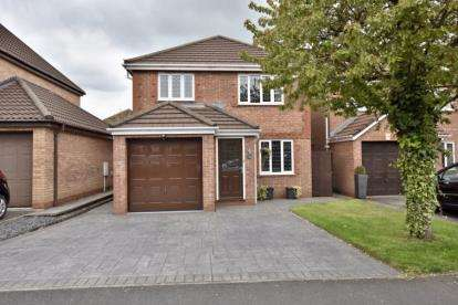 3 Bedrooms Detached House for sale in Rannoch Drive, Cherry Tree, Blackburn, Lancashire