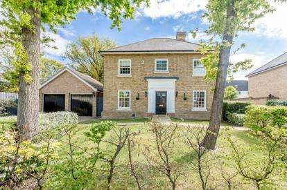 4 Bedrooms Detached House for sale in Hockley, Essex, United Kingdom