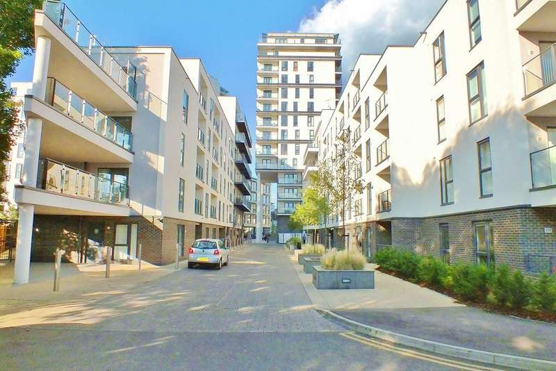 1 Bedroom Ground Flat for sale in Woking, Surrey