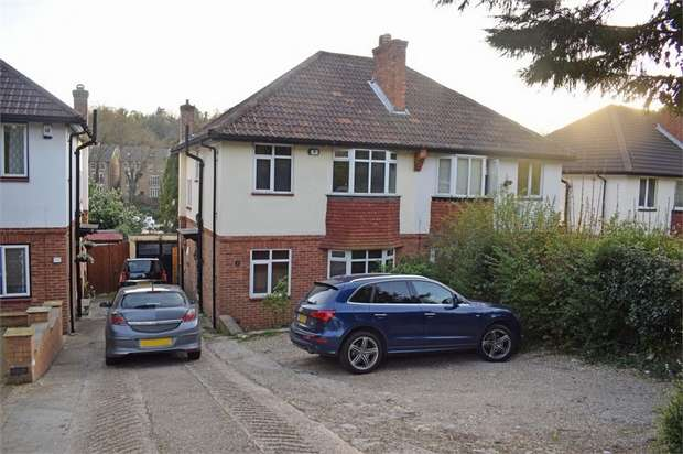3 Bedrooms Semi Detached House for sale in Garston Gardens, Kenley, Surrey