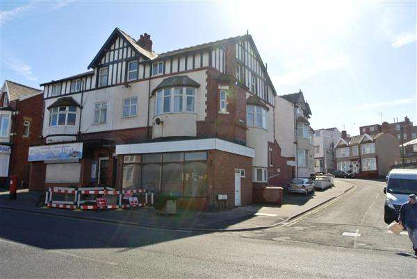 5 Bedrooms Flat for sale in Dickson Road, Blackpool