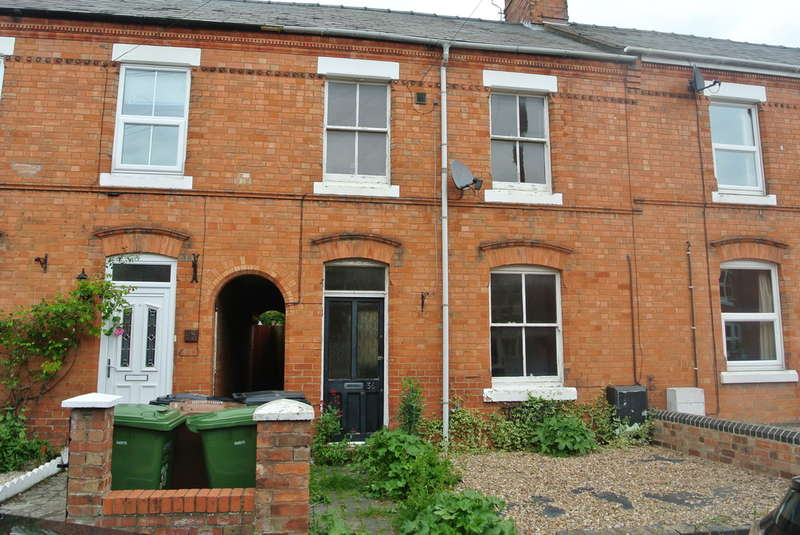 3 Bedrooms Terraced House for sale in Cambria Road, Evesham