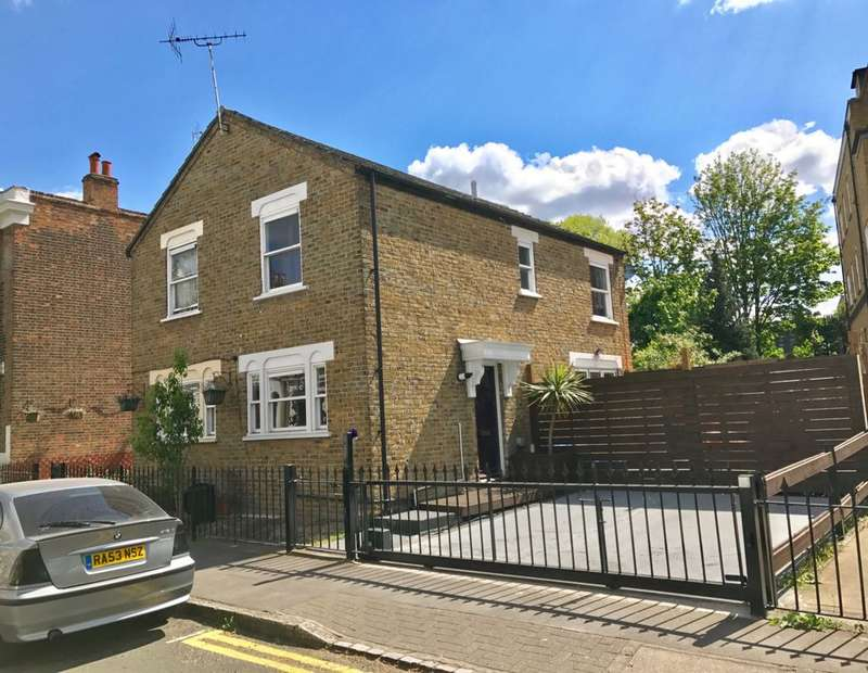 2 Bedrooms Semi Detached House for sale in Lichfield Road, Bow, E3