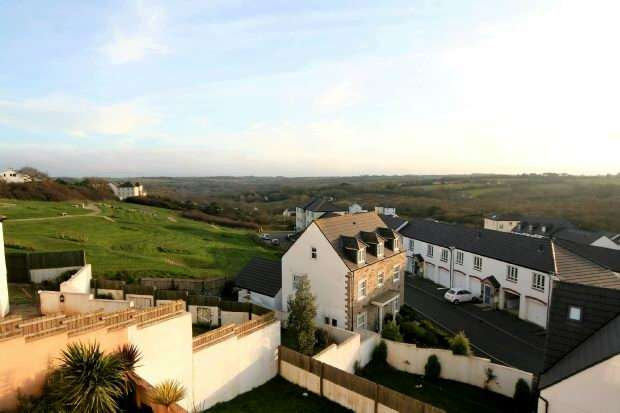 2 Bedrooms Unique Property for sale in Lowen Bre, Truro