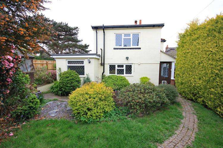 2 Bedrooms Semi Detached House for sale in North Street, Pennington, Lymington SO41