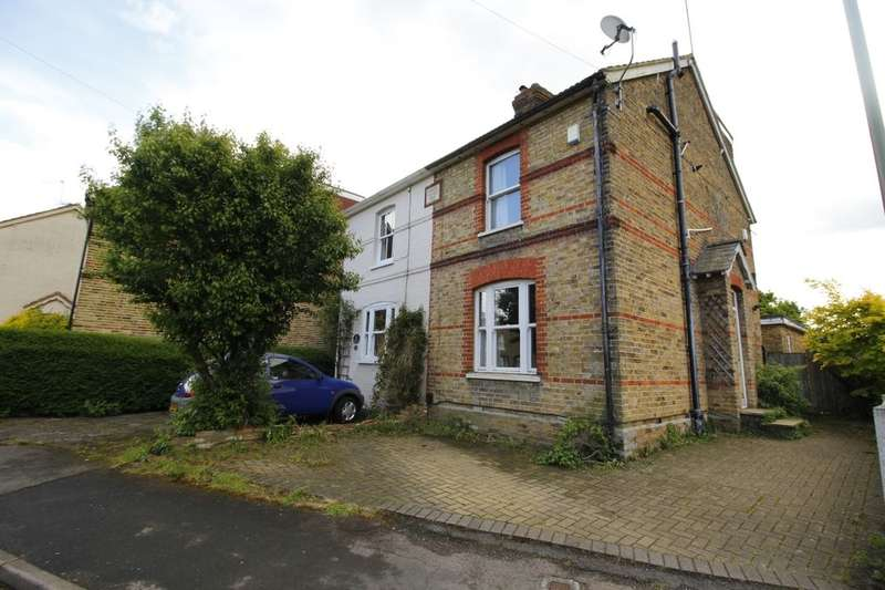 4 Bedrooms Semi Detached House for sale in Wendover Road, Staines-Upon-Thames, TW18