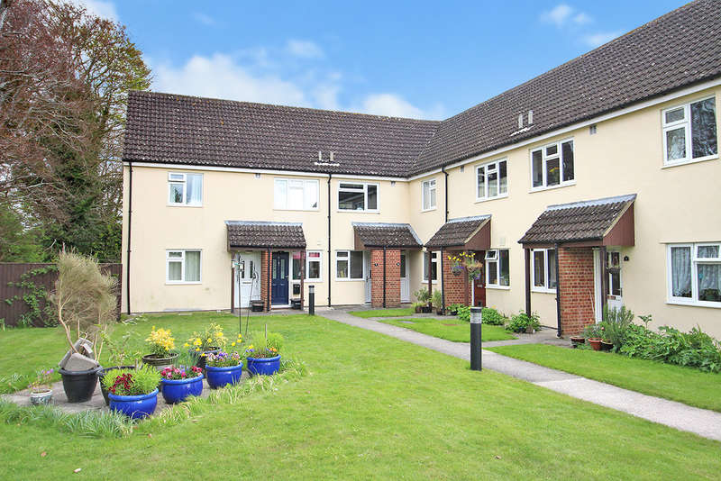2 Bedrooms Ground Flat for sale in Weirside Court, Edington