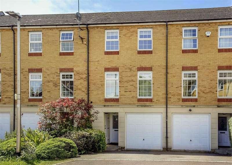 3 Bedrooms Town House for sale in Somerville Rise, Bracknell, Berkshire