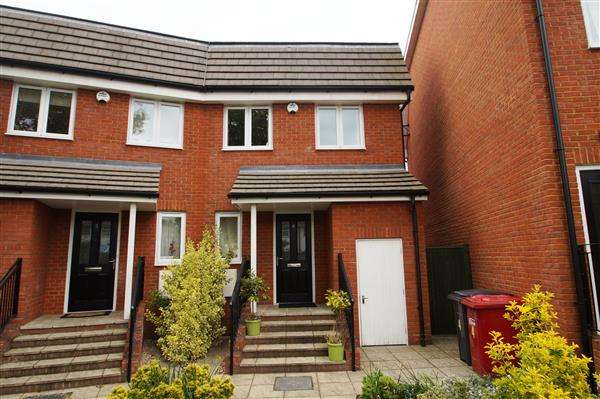4 Bedrooms Semi Detached House for sale in Millington Close, Cippenham