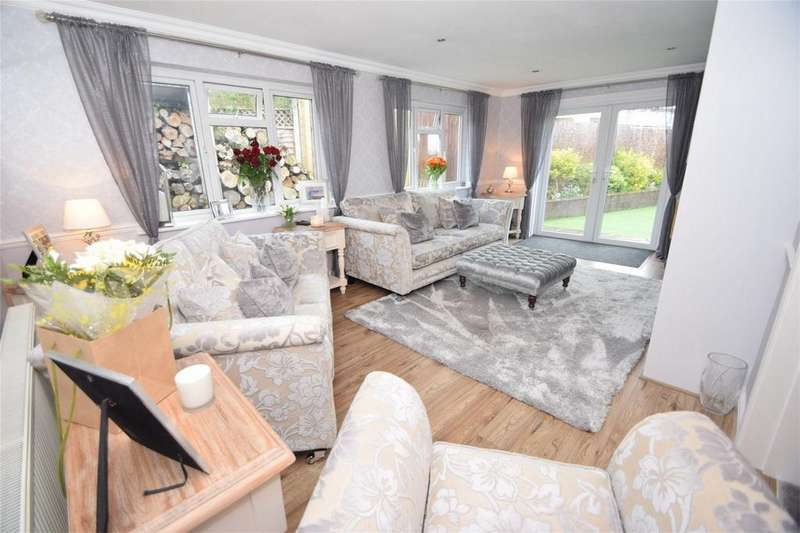 3 Bedrooms Semi Detached House for sale in The Glade, Walderslade, Kent