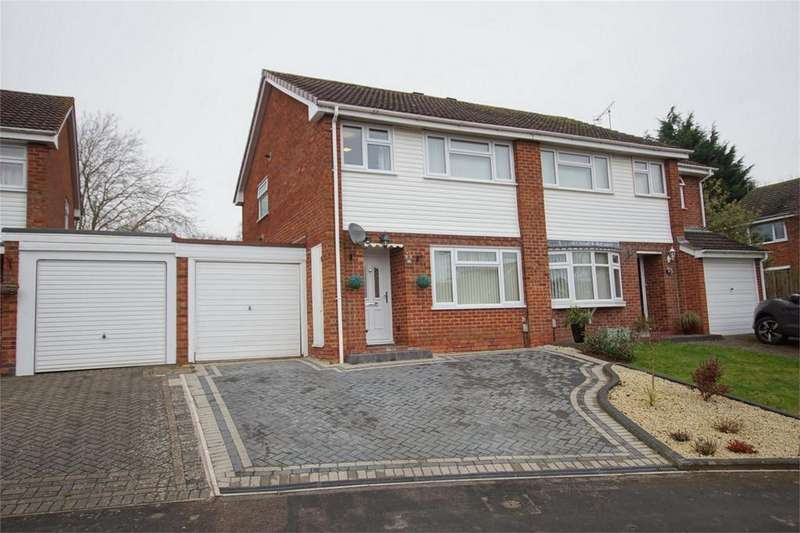 3 Bedrooms Semi Detached House for sale in Yardley Close, Woodloes Park, Warwick