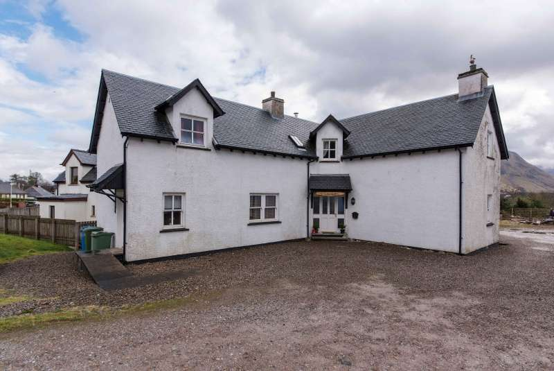 4 Bedrooms Detached House for sale in Old Banavie Road, Fort William, Highland, PH33 7PX