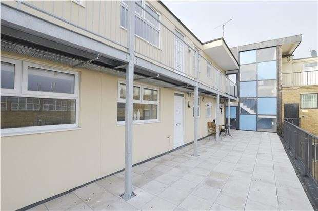 2 Bedrooms Flat for sale in Princess Elizabeth Way, Cheltenham, Glos, GL51 7SG