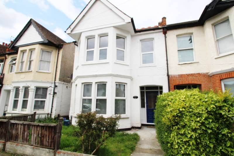 2 Bedrooms Flat for sale in Cranley Road, Westcliff on Sea