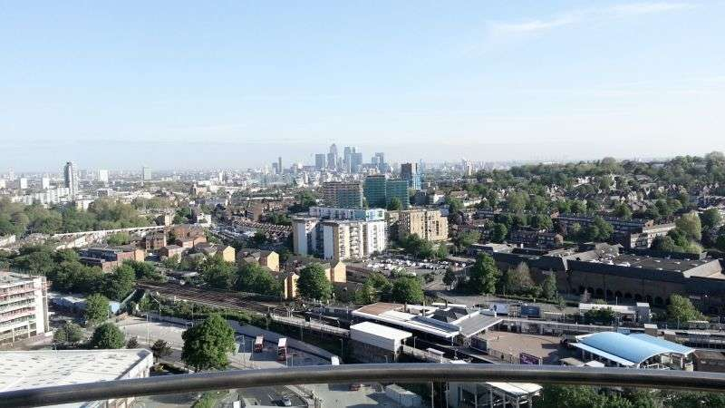 2 Bedrooms Flat for sale in The Tower, Renaissance, Lewisham, SE13
