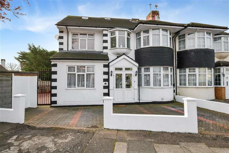 5 Bedrooms Semi Detached House for sale in Brinkworth Road, Clayhall, Ilford, Essex