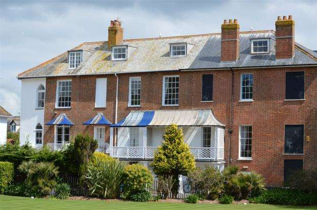 2 Bedrooms Flat for sale in Aurora, Barton Close, Sidmouth, Devon
