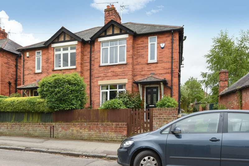 3 Bedrooms Semi Detached House for sale in Central Caversham