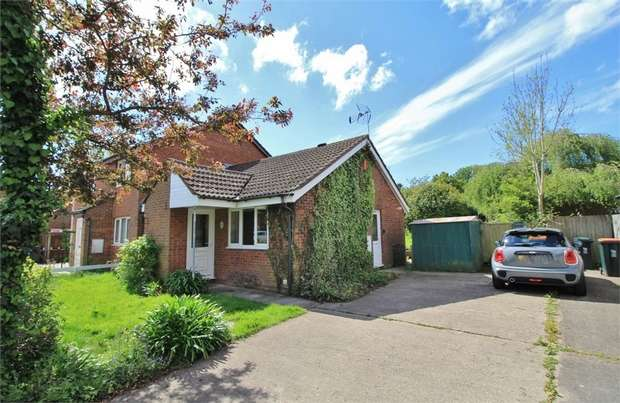 2 Bedrooms Semi Detached Bungalow for sale in St Brides Gardens, NEWPORT