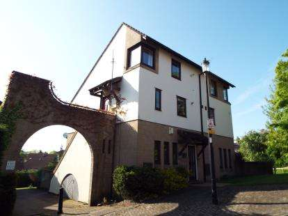 1 Bedroom Flat for sale in Ruskin Court, Knutsford, Cheshire