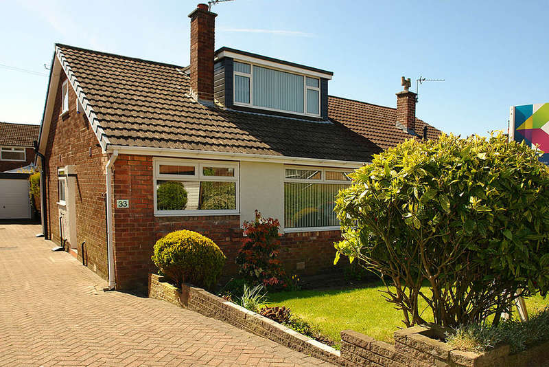 2 Bedrooms Semi Detached Bungalow for sale in 33 Liskeard Avenue, Royton