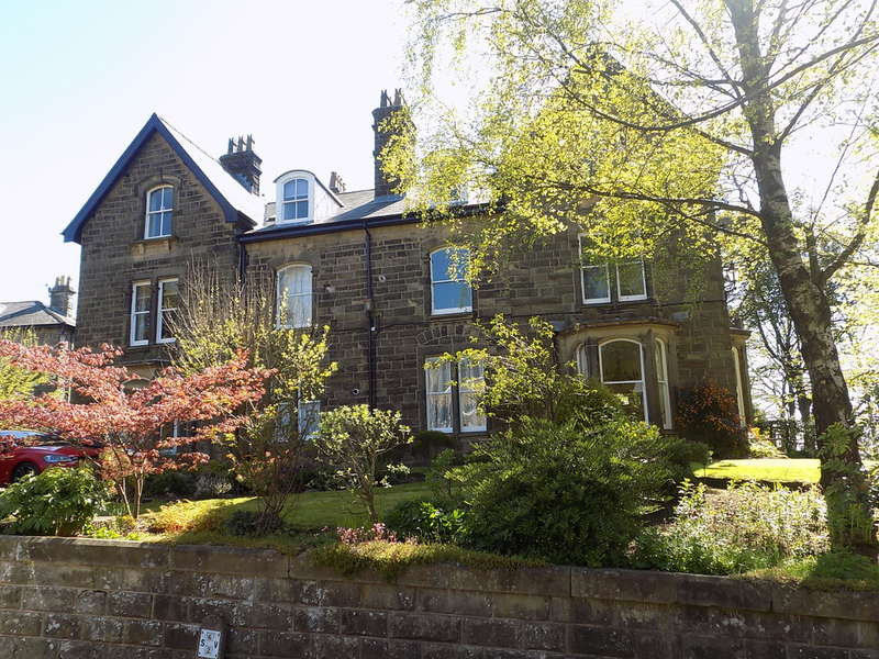 2 Bedrooms Ground Flat for sale in Palace Mansions, 6 Marlborough Road