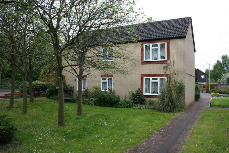 2 Bedrooms Flat for sale in PLANTSMAN CLOSE