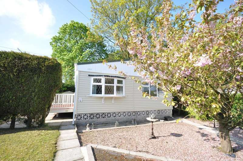 2 Bedrooms Park Home Mobile Home for sale in Wood Green, Mowbreck Park, Wesham, Lancashire, PR4 3JS
