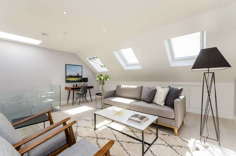 2 Bedrooms Flat for sale in Dunraven Road, Shepherd's Bush, W12