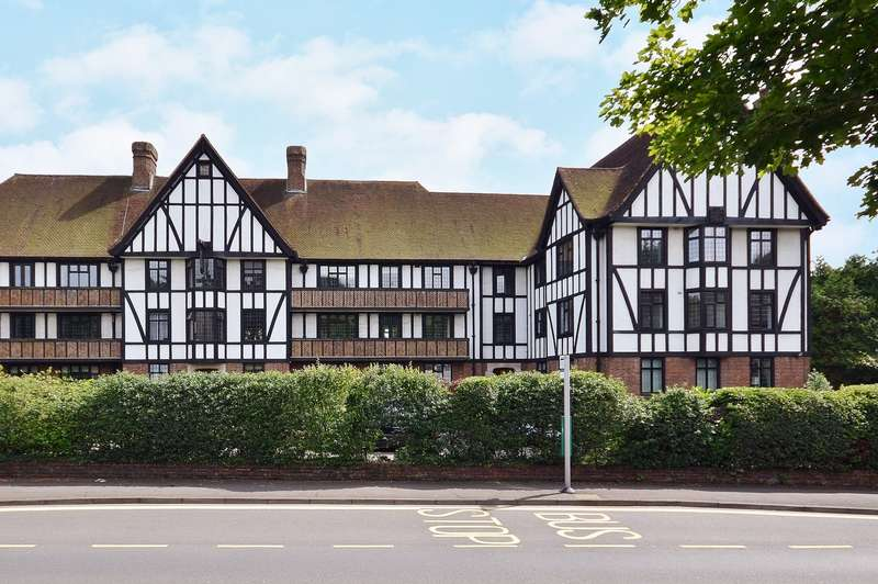 3 Bedrooms Ground Flat for sale in Esher