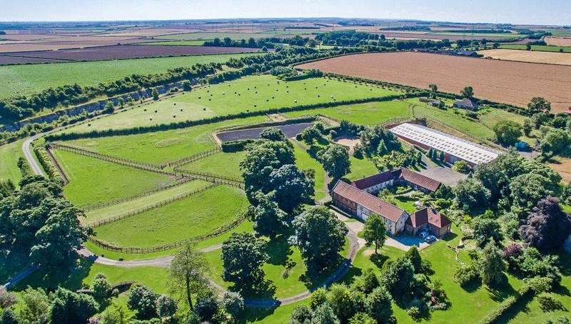 5 Bedrooms Equestrian Facility Character Property for sale in Barton Hill Farm, Brigg Road, Barton-upon-Humber, Lincolnshire, DN18