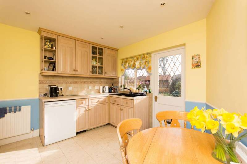 4 Bedrooms House for rent in Argyle Avenue, Hounslow, TW3
