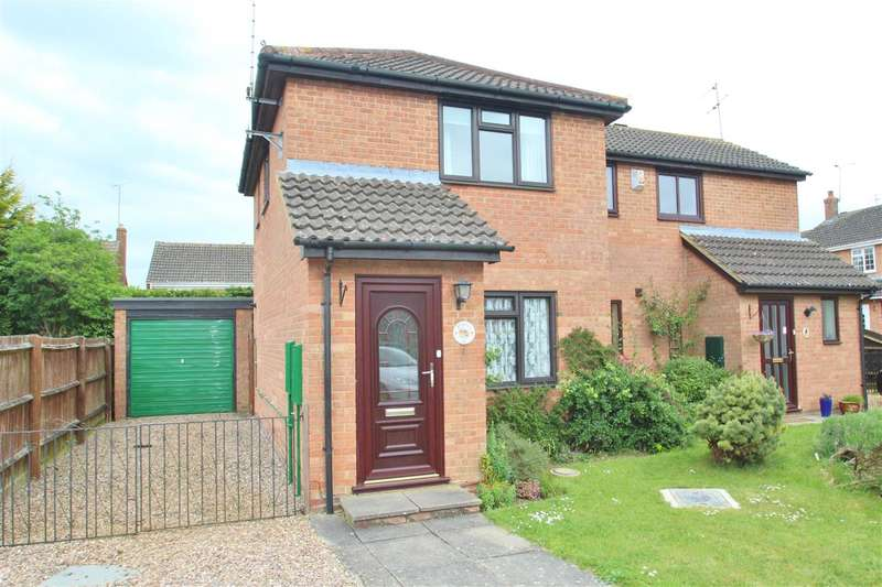 2 Bedrooms Semi Detached House for sale in Deerfield Close, Buckingham