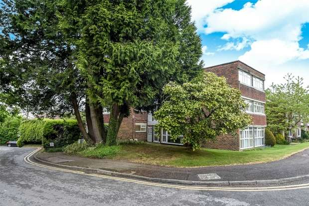 2 Bedrooms Flat for sale in Highfield Close, WOKINGHAM, Berkshire