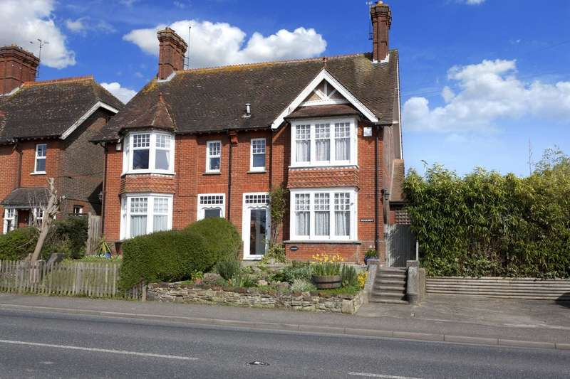 4 Bedrooms Semi Detached House for sale in Henfield Road, Cowfold