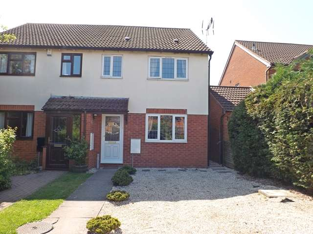 3 Bedrooms Semi Detached House for sale in St. Paul's Close, Evesham