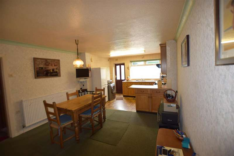 2 Bedrooms House for sale in Bury Old Road, Heywood