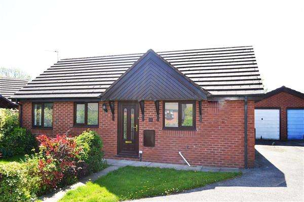 2 Bedrooms Detached Bungalow for sale in Sovereign Fold Road, Leigh