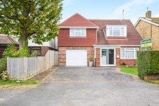 4 Bedrooms Detached House for sale in St. Nicholas Road, Littlestone, New Romney, Kent
