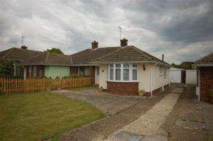 2 Bedrooms Bungalow for sale in Keld Drive, Uckfield, East Sussex
