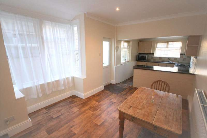 3 Bedrooms Terraced House for sale in Glebe Road, Cleethorpes, DN35